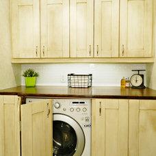 Traditional Laundry Room Laundry Rm / Powder Room