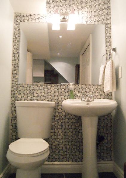 Traditional Laundry Room Laundry Room/Bathroom