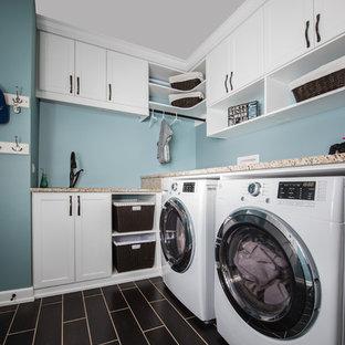 Immagine di una piccola lavanderia multiuso chic con lavello sottopiano, ante in stile shaker, ante bianche, top in granito, pareti blu, pavimento con piastrelle in ceramica e lavatrice e asciugatrice affiancate