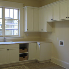 Laundry Room by Grainda Builders, Inc.