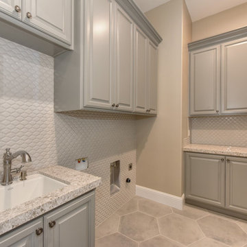 Laundry room Laundy room with hexagon tile to give the space a fresh and modern