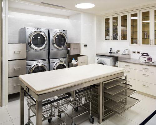 hauswirtschaftsraum mit edelstahl arbeitsplatte und waschmaschine und trockner gestapelt ideen. Black Bedroom Furniture Sets. Home Design Ideas