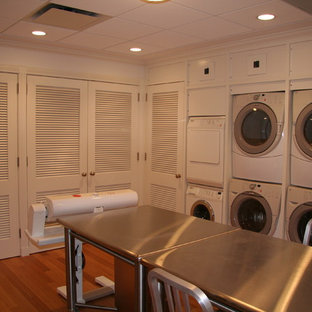 Laundry room - traditional laundry room idea in New York