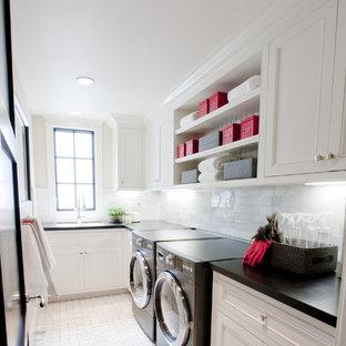 Idéer för att renovera en vintage tvättstuga, med vitt golv