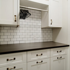 contemporary laundry room by Veranda Estate Homes & Interiors