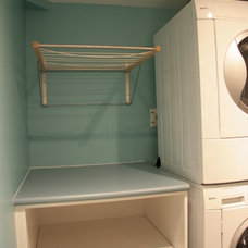 Modern Laundry Room by Cuisines Innova Design
