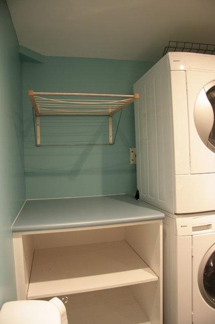 Modern Laundry Room by Cuisines Innova Design