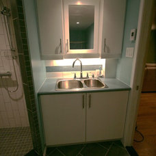 Modern Laundry Room by The Corner Woodshop / L'Atelier du Coin