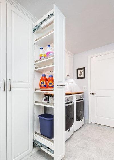 トラディショナル ランドリールーム by Valet Custom Cabinets & Closets - Larry Fox