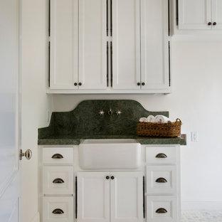 Idee per una lavanderia classica con top verde