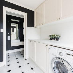 Bild på en mellanstor funkis vita linjär vitt tvättstuga enbart för tvätt, med skåp i shakerstil, vita skåp, bänkskiva i kvarts, svarta väggar, klinkergolv i keramik, en tvättmaskin och torktumlare bredvid varandra och flerfärgat golv
