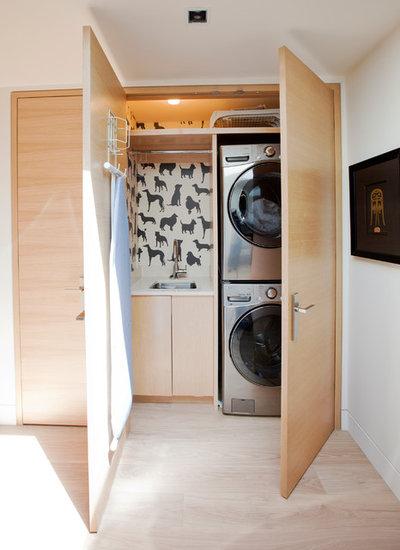 Современный Прачечная by Hungerford Interior Design