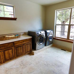 Esempio di una grande lavanderia multiuso chic con ante con bugna sagomata, ante in legno scuro, top piastrellato, pareti bianche e lavatrice e asciugatrice affiancate