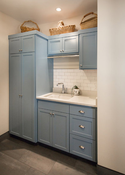 Farmhouse Laundry Room by m.o.daby design