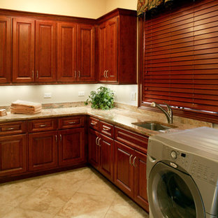 Example of a laundry room design in Chicago