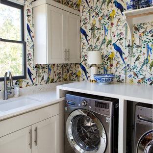 Foto di una sala lavanderia classica con lavello sottopiano, ante in stile shaker, ante bianche, paraspruzzi multicolore, pareti multicolore, lavatrice e asciugatrice affiancate, pavimento multicolore, top bianco e carta da parati