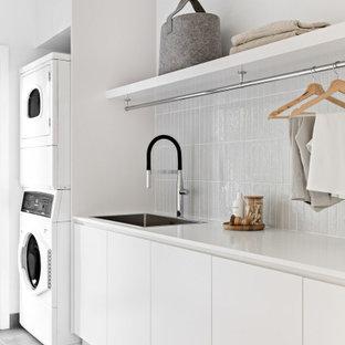 Modern inredning av en tvättstuga