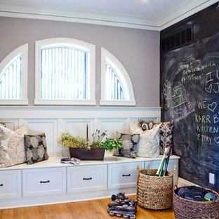 Laundry room - traditional laundry room idea in St Louis