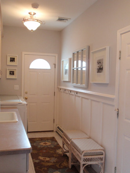 traditional laundry room Mudroom/Laundry Room