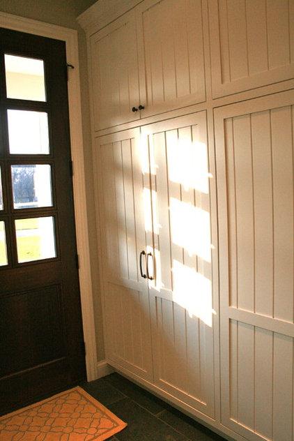 Traditional Laundry Room mudroom lockers