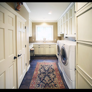 Example of a classic laundry room design in Milwaukee