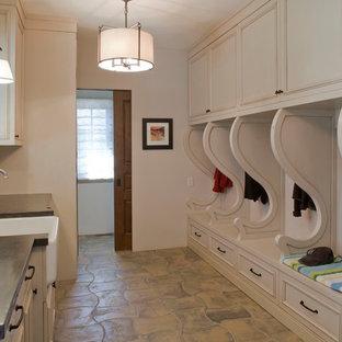Idee per una lavanderia multiuso classica con lavello stile country, ante beige, top in cemento, pavimento in cemento e pavimento beige