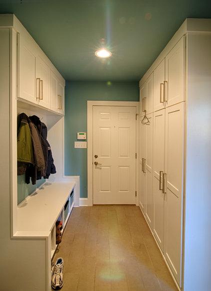 Traditional Laundry Room by Ecologic-Studio, llc