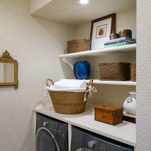 Ispirazione per una piccola lavanderia chic con top in quarzo composito, pareti beige, pavimento in gres porcellanato e lavatrice e asciugatrice affiancate