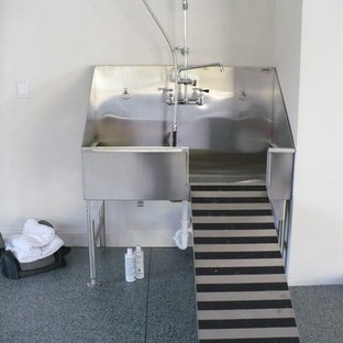 Inspiration for a large urban utility room in Ottawa with an utility sink.