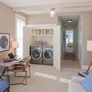 Idéer för att renovera en maritim tvättstuga, med beige väggar