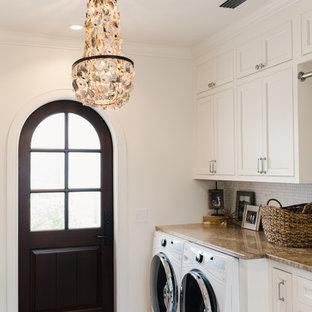 Immagine di una lavanderia minimal di medie dimensioni con ante con riquadro incassato, ante bianche, top in granito, pareti bianche, pavimento in mattoni, lavatrice e asciugatrice affiancate e pavimento rosso