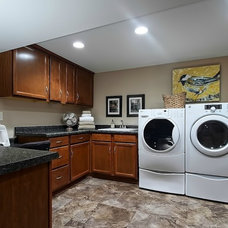 Traditional Laundry Room by Interior No.3