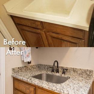 Exempel på en klassisk beige beige tvättstuga, med en undermonterad diskho, granitbänkskiva och beige stänkskydd