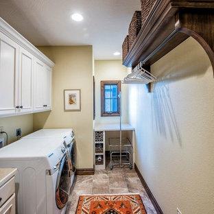 Idee per una grande lavanderia multiuso tradizionale con lavello da incasso, ante bianche, top in laminato, pareti beige, pavimento in gres porcellanato, lavatrice e asciugatrice affiancate e ante con riquadro incassato