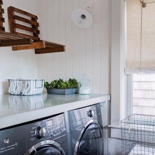 Idéer för vintage parallella grovkök, med bänkskiva i betong, vita väggar, marmorgolv, en tvättmaskin och torktumlare bredvid varandra och blått golv