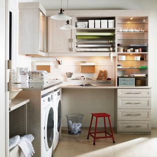 Foto på ett mellanstort funkis l-format grovkök, med luckor med infälld panel, skåp i ljust trä, träbänkskiva, vita väggar, klinkergolv i terrakotta och en tvättmaskin och torktumlare bredvid varandra