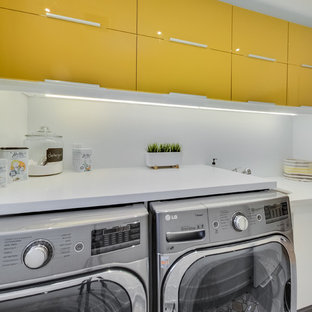Inspiration for a contemporary laundry room in Toronto.