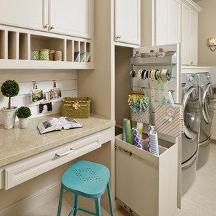 Immagine di una lavanderia classica con pavimento in gres porcellanato