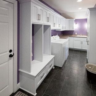 На фото: универсальная комната с фасадами в стиле шейкер, белыми фасадами, фиолетовыми стенами и со стиральной и сушильной машиной рядом