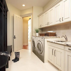 traditional laundry room by Gavin Rae / Legacy Kitchens