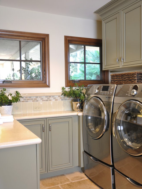 Mid Sized Elegant U Shaped Utility Room Photo In San Diego With An Undermount