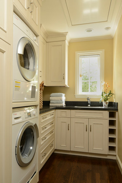Craftsman Laundry Room by FGY Architects