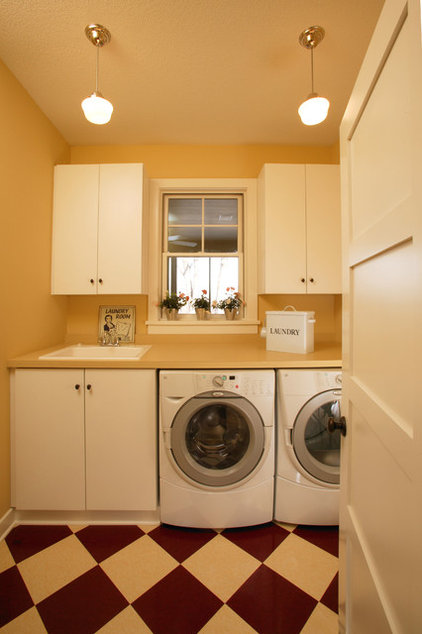 Craftsman Laundry Room by Ron Brenner Architects