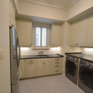 Example of a classic laundry room design in New Orleans