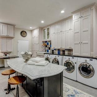 Esempio di una lavanderia multiuso chic con lavello stile country, ante con riquadro incassato, ante beige, pareti beige, lavatrice e asciugatrice affiancate, pavimento grigio e top grigio