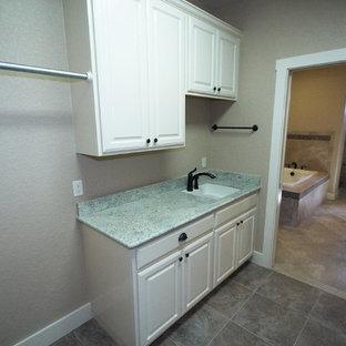 Utility Room - Fredericksburg, light colors