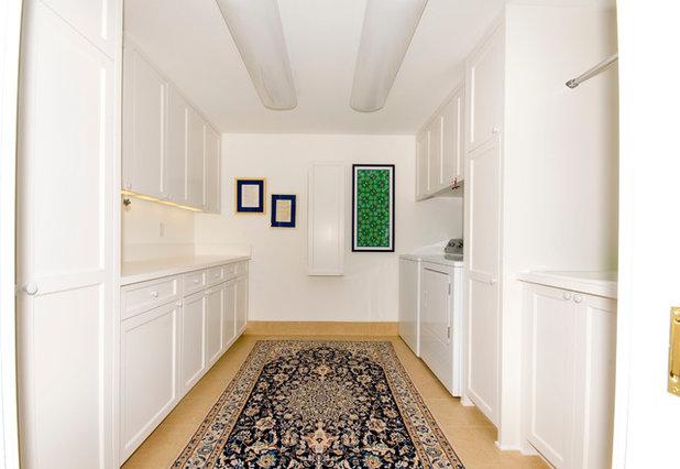 Классический Прачечная by YCC Cabinets & Millwork