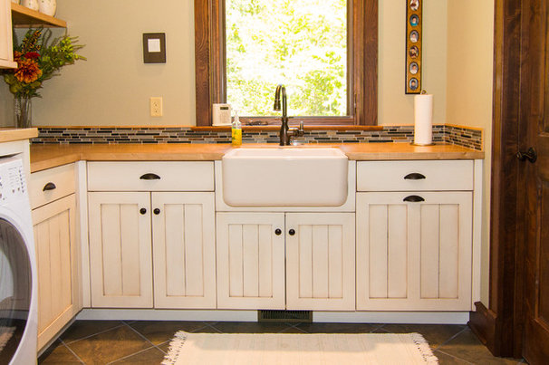 Farmhouse Laundry Room by Garner Woodworks