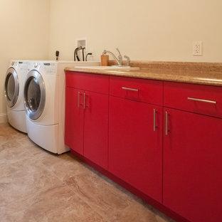 Ispirazione per una lavanderia tradizionale con ante rosse, top in laminato, pareti beige, pavimento con piastrelle in ceramica, lavatrice e asciugatrice affiancate e lavello da incasso