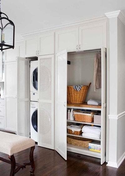 Nyklassisk Tvättstuga by Terracotta Design Build